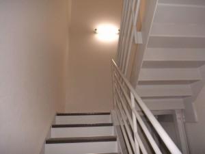 1階から2階へ上がる階段