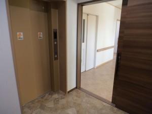 2階エレベータ
